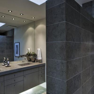 Modernes Badezimmer Badsanierung